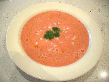 Il gazpacho servito nel piatto