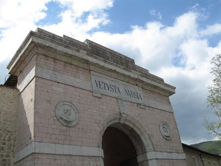 Una delle storiche porte d'ingresso a Norcia