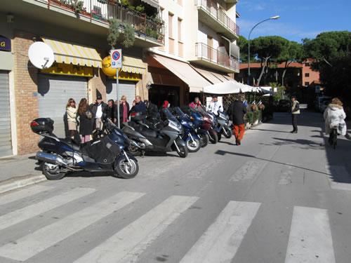 I Silver Wing in sosta davanti al ristorante